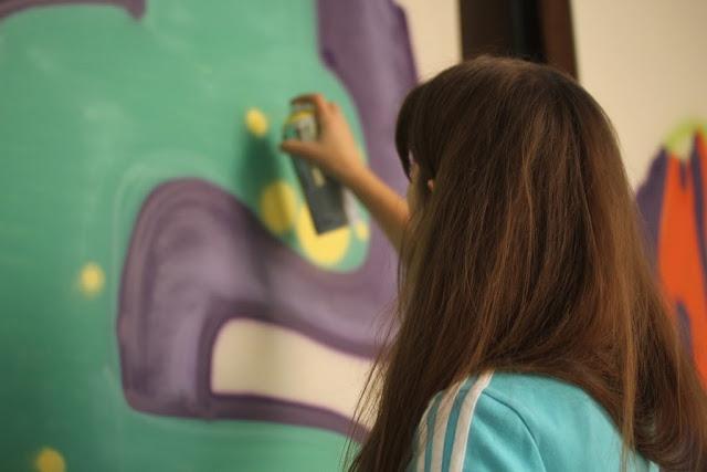Izzy Izvne, Graffiti