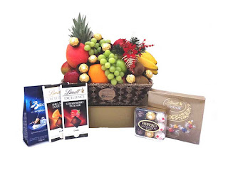 Deluxe Chocolate Fruit Hamper