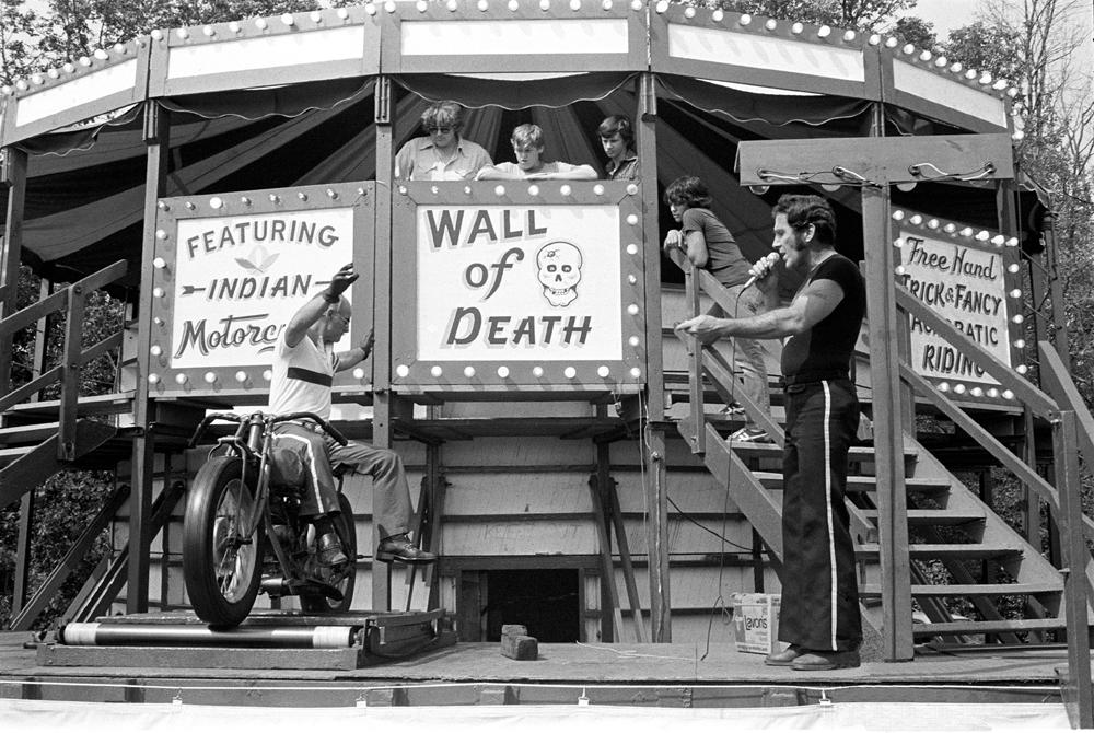 Motoblogn: Motoblogn Explores - The Wall Of Death