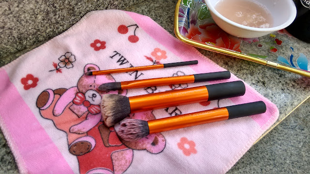 how to clean artist makeup brushes
