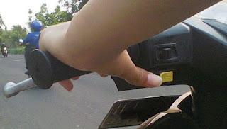 memperbaiki klakson motor yang tidak bunyi