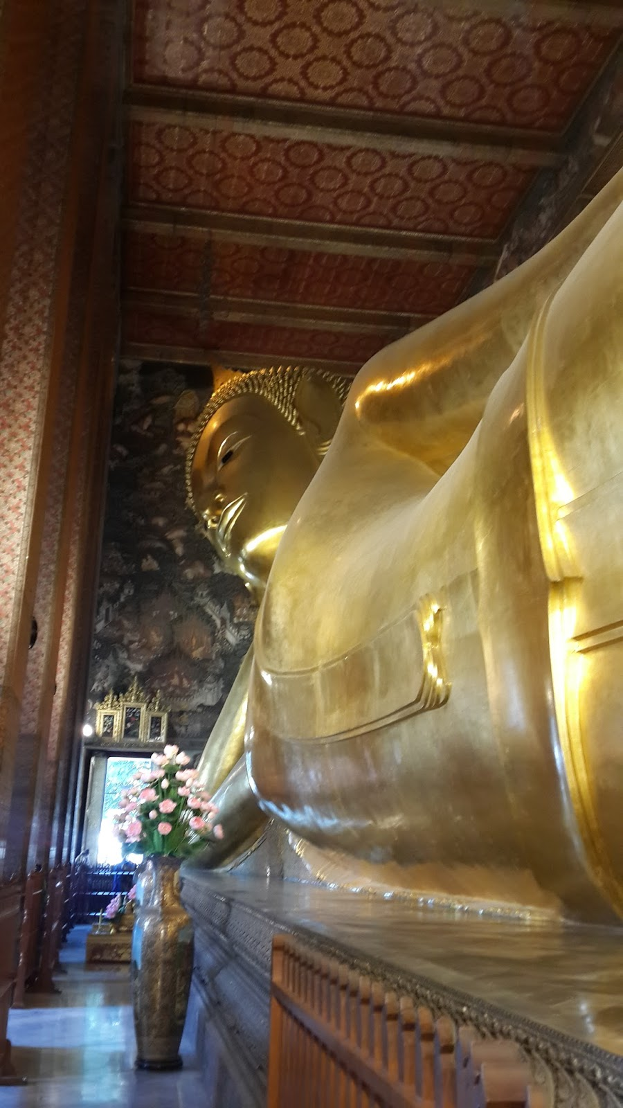 Kyri travels to wat pho the reclining buddha for Does buddha bring good luck