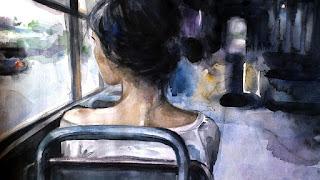 Одинокая красавица с трогательными плечиками едет в трамвае.