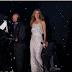 Céline Dion monte sur scène pour chanter, mais regardez qui la rejoint. Tout simplement magique!