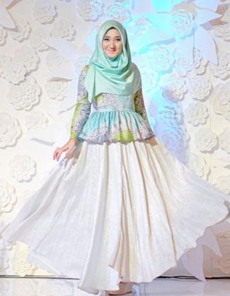 35 Wangsit Model Gaun Pesta Muslim Modern 2018 Tujuh Baju