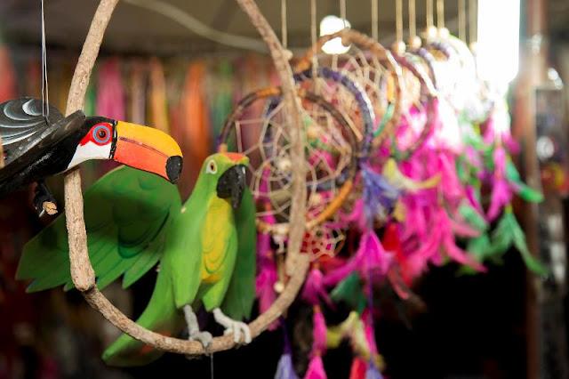 Exposições, presença de stands comerciais e vendas de artesanato também fizeram parte da festa.