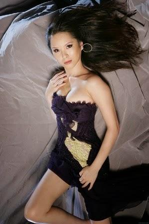 Tien Hsin Artis Wanita Asia dengan Payudara yang Besar