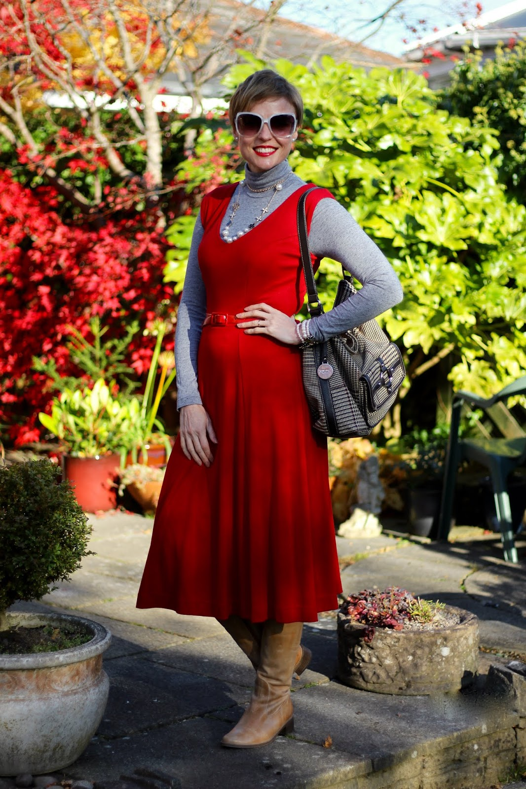 How to wear a red dress | Smart-casual 70's style | Fake Fabulous