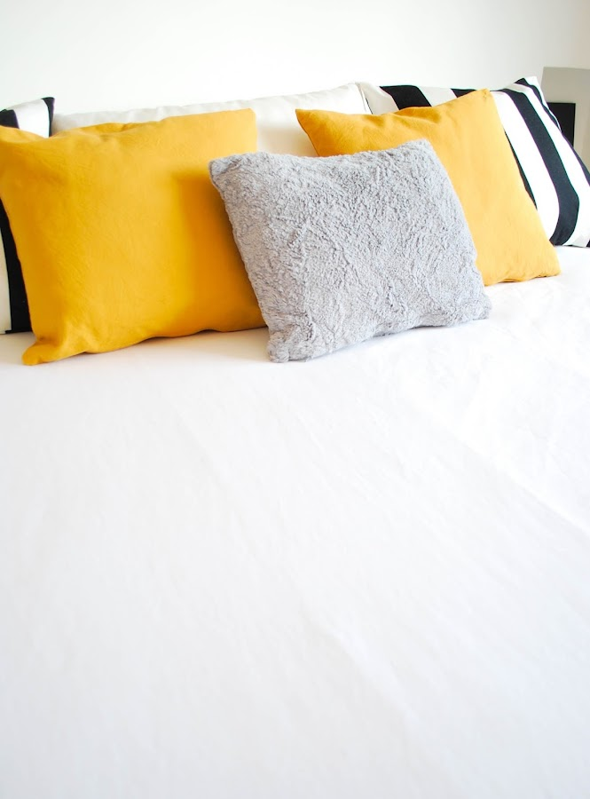 My home: color mostaza en el dormitorio II por www.mylittlebrunch.com