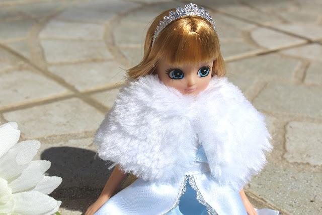 une très jolie poupée