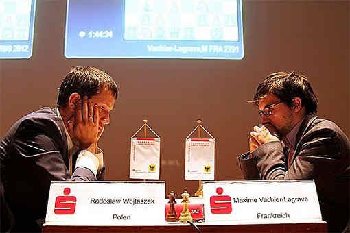 Maxime Vachier-Lagrave annule difficilement contre le Polonais Radoslaw Wojtaszek lors de la ronde 1 du tournoi d'échecs de Dortmund 2017 - Photo © site officiel