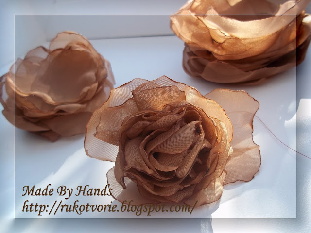 Сшиты маленькие лепестки для розы