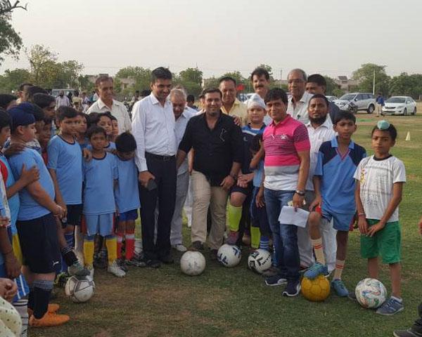 आजाद स्पोर्टस क्लब द्वारा पहला फुटबॉल समर कैंप का किया उद्घाटन : राजन मुथ्रेजा युवा भाजपा नेता