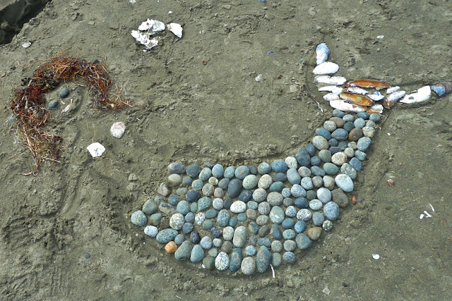 A bit of on-the-spot art on a Vancouver Island beach...