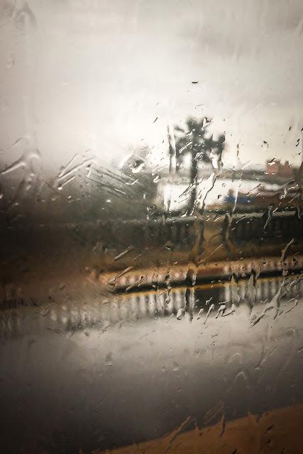 Fotografiando bajo la lluvia, en bus