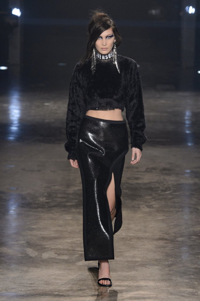 Gigi and Bella Hadid slay the Versus Versace London Fashion Week Fall/Winter 2017 Show