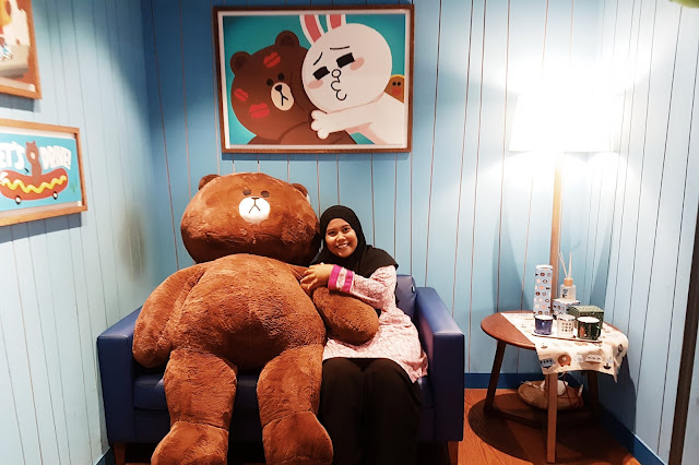 Farah at the LINE FRIENDS Flagship Store, Itaewon