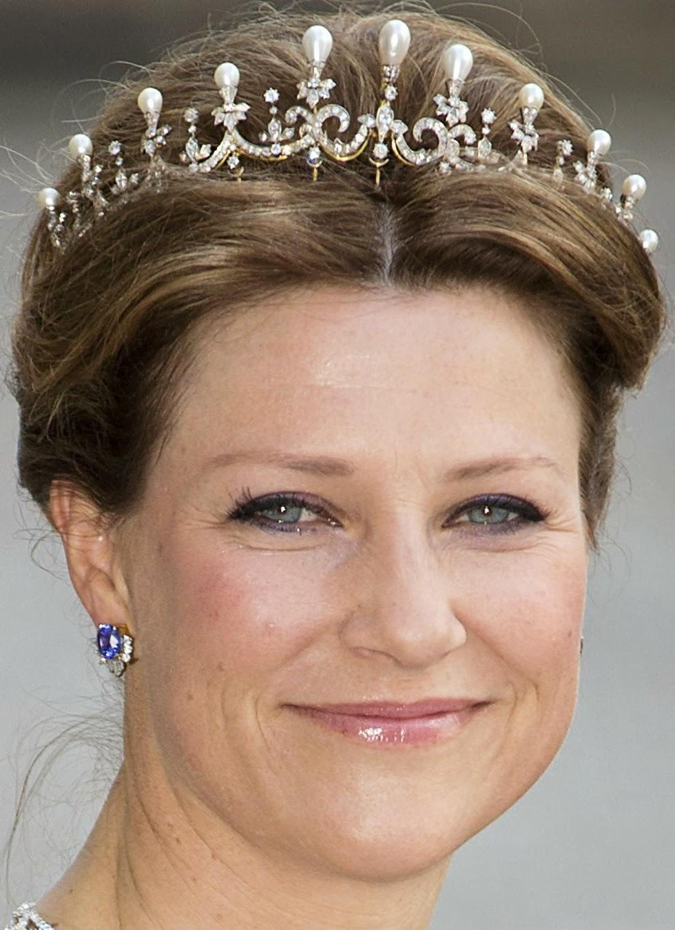 tiara mania  queen maud of norway u0026 39 s pearl  u0026 diamond tiara
