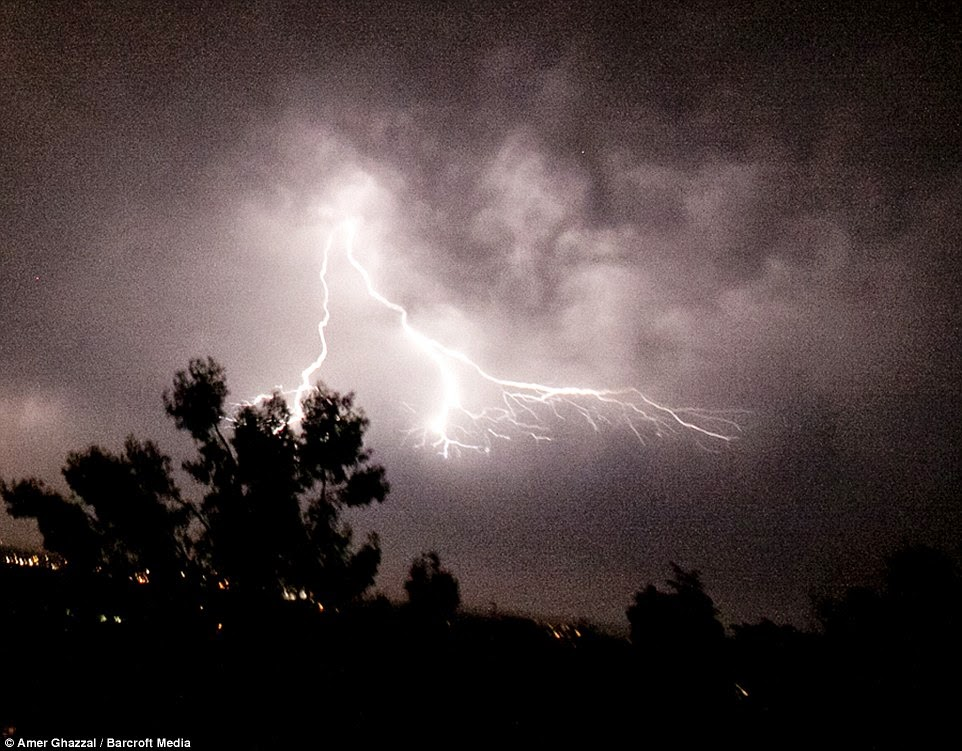 Photo Minute Thunderbolt and lighting & The West Awake: Photo Minute: Thunderbolt and lighting