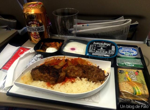 Comida a bordo en uno de los trayectos de Turkish