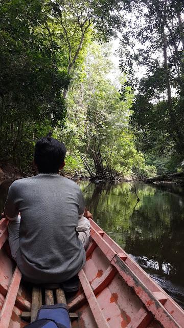 Menyusuri anak sungai Mendalam