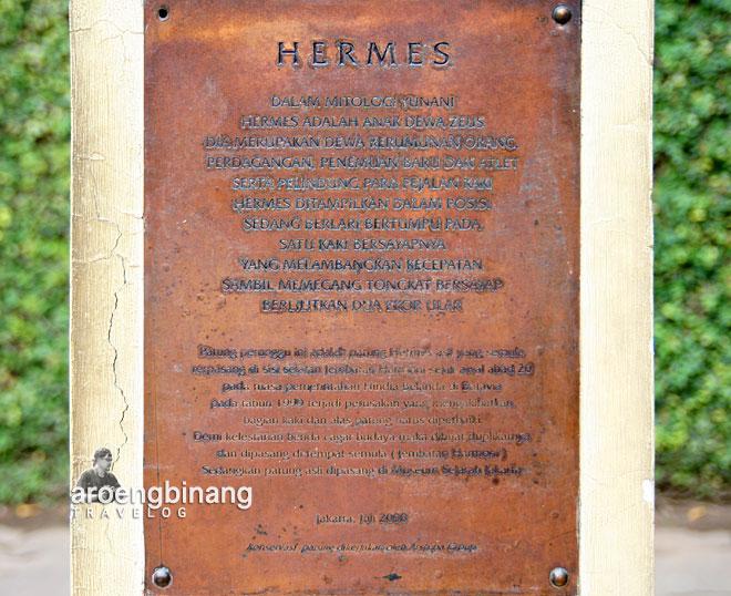 inskripsi di patung hermes museum fatahillah jakarta