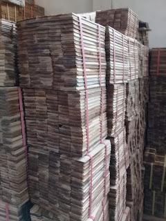 Mengukur harga lantai kayu Ambon Barat