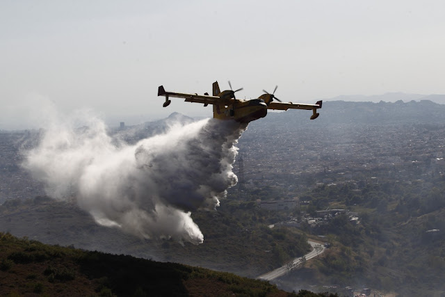 Μεγάλη η πυρκαγιά στο Κολιάκι Αργολίδας - Εναέρια μέσα στην κατάσβεση