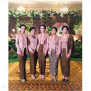 Model Kebaya Modern Kutubaru Cream Rok Batik Panjang