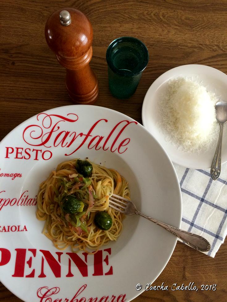 espaguetis-judías-coles-mesa