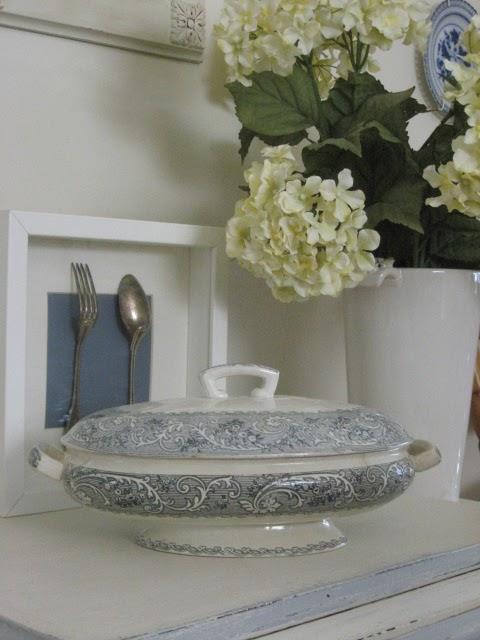 La Vie Vintage Bleu Decorating With Thrift Store Finds