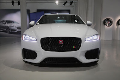 2016 Jaguar XF Front Headlight image