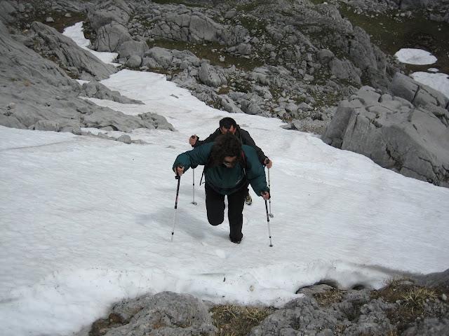 Rutas Montaña Asturias: Nieve subiendo el Requexón