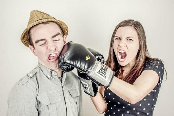 bertengkar