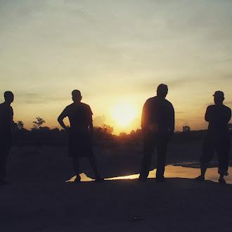 Memburu Matahari Pagi Di Danau Kaolin, Belitong