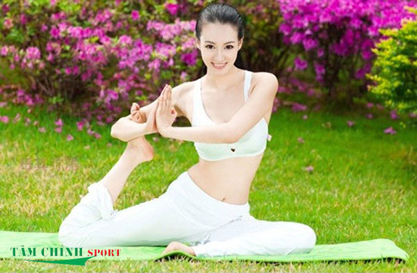 Chị em nên tập gym hay tập yoga để có dáng đẹp