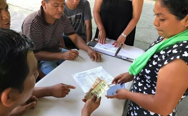 Migrantes reciben su primer pago del gobierno de mexico, les dan 2 mil 262 pesos.