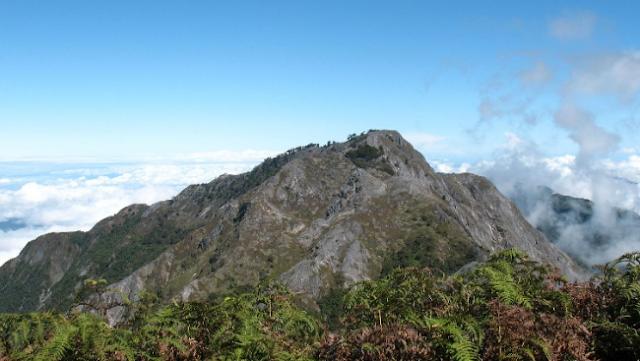Menjelajah Eksotisnya Binaiya, Gunung Tertinggi di Provinsi Maluku