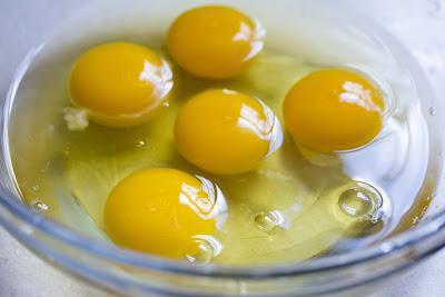 Huevos en un bol