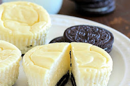 LIGHTER MINI CHEESECAKES WITH OREO CRUST