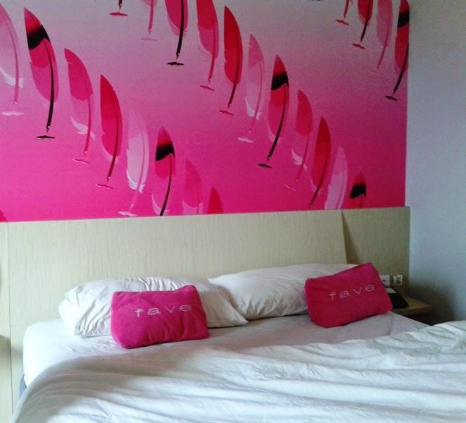 interior kamar fave hotel balikpapan