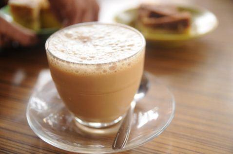 Cara membuat teh tarik manis dan hangat