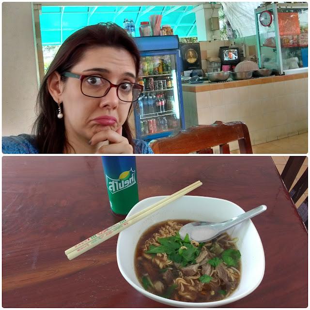 Comida na Snake Farm, em Bangkok.