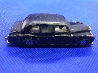 ロールスロイス ファントム のおんぼろミニカーを側面から撮影