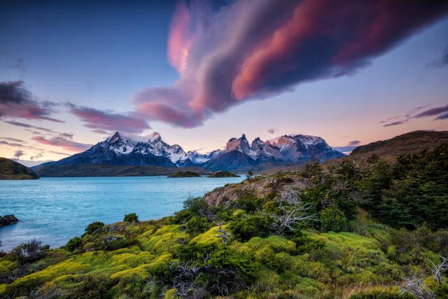 Những hồ nước màu ngọc lam, những ngọn núi phủ đầy tuyết trắng cùng những dòng sông băng xanh thẳm đến kỳ lạ sẽ trở thành ký ức tuyệt đẹp trong chuyến du lịch Chile.