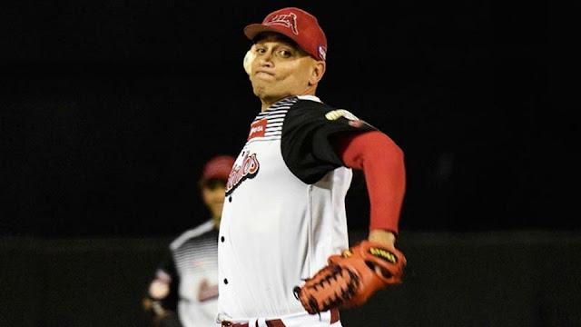 Después de lanzar ocho temporadas con el Matanzas de sus amores, Martínez iniciaba en el 2013 una travesía que -sin conocerlo entonces- le llevaría allí donde hubiera trabajo y alguien necesitara un lanzador.