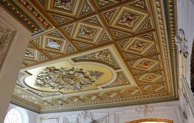 Потолок гостиной в стиле Ренессанс - Ручная лепка Волгоград