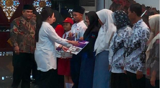 Puan Maharani Berikan Bantuan ke Kabupaten Sukoharjo