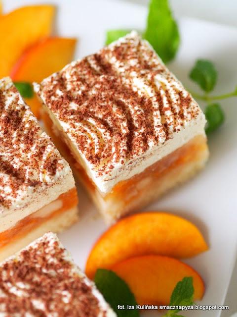 kostka brzoskwiniowo jablkowa, jablkowo brzoskwiniowa pokusa, biszkopt genuenski, biszkopt z owocami i bita śmietana, ciasto na niedziele,  ciasto brzoskwiniowo jablkowe na biszkopcie z bita smietana