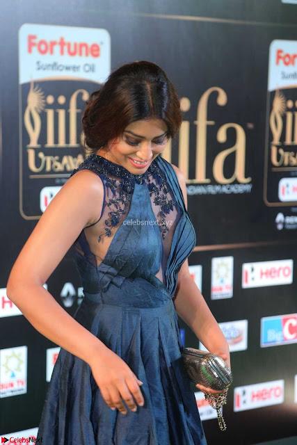 Shriya Saran having fun in a lovely fit gown at IIFA Utsavam Awards 2017  Day 2 at  01.JPG
